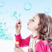 Девочка и пузыри :: Марина Кириллова