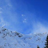 Снежные вихри на вершине Донгузорун. :: Олег Петрушин
