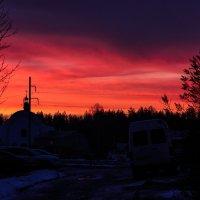 Пылал восход на горизонте зимнем Кровавым светом озаряя мир.... :: Анатолий Клепешнёв