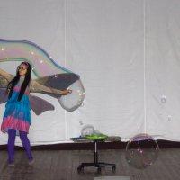 Шоу мыльных пузырей. :: Олег Петрушин