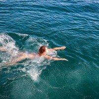 Купание в открытом море :: Геннадий