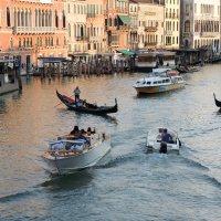 """Оживленный """"перекресток"""" в Венеции. :: Мария Кондрашова"""