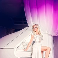 рояль и девушка :: Irina SapFira