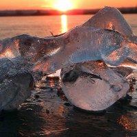 Льдинки на замёрзшей реке. :: Hаталья Беклова