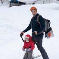 Первые горнолыжные шаги. Дашка знакомится с Домбаем :: Anna Lipatova