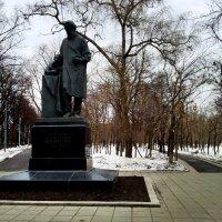Памятник Льву Толстому в сквере Девичьего Поля :: Борис Соловьев