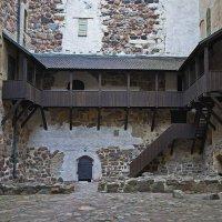 В средневековом дворике... :: M Marikfoto