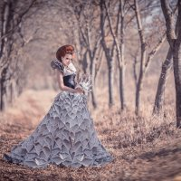 Платье из газет :: Евгений Ланин