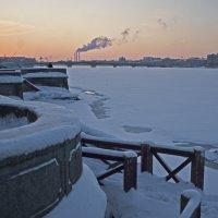 Зимние сумерки на Неве. :: Владимир