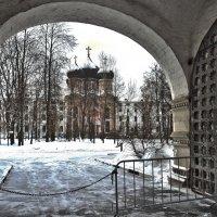 пока ворота на ремонте ... :: Petr Popov