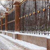 Где лучшая в мире стоит из оград? :: Михаил Лесин