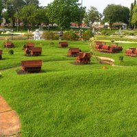 На зелёной лужайке в Тайском парке :: Vladimir 070549