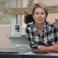 Портрет в домашнем интерьере. :: Larisa Gavlovskaya