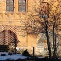 Ограда, крест, старинная могила... :: Галина