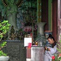 Вьетнам, вход в храм :: Татьяна Нижаде