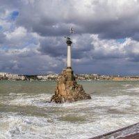 Памятник затопленным кораблям :: Виктор Фин