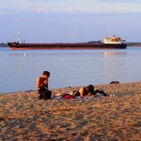 Вечерний пляж... :: Владимир Секерко