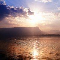 Галилейское море в древности, а ныне озеро Кинерет :: Любовь Белянкина