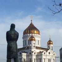 """Создатель """"Анти-Дюринга"""" делит площадь со своим оппонентом ! :: Борис Соловьев"""