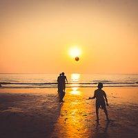 мяч и солнце :: Юля Каменская