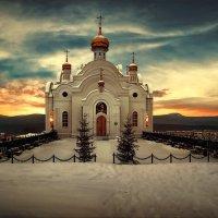 Храм в провинциальном уральском городке :: Виталий Нагиев