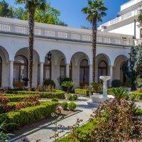 Внутренний дворик. Ливадийский дворец. :: Александр Кореньков