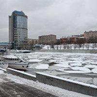 Зимняя река. :: Oleg4618 Шутченко