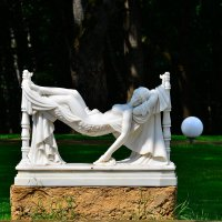 Скульптура у бассейна :: Miola