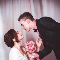 Влюблённая пара. Студийное фото. :: Инна Рогач