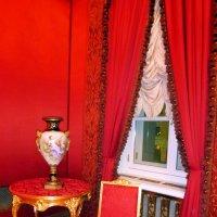Красная комната :: Лариса Корженевская