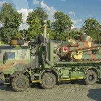 В Париж привезли танк :: leo yagonen
