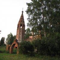 Старая церковь на просторах Руси :: Юрий Бобылев