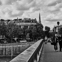 Пасмурно. Париж. :: Val Савин