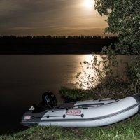 Ночью на озере :: Вячеслав Кириллов