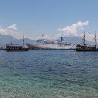 Корабли близ берега :: Артем Бардюжа