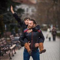 Два чувства нас спасают в жизни – Любовь и Юмор. Если у Вас есть одно из двух, Вы – счастливые люди! :: Алексей Латыш