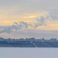 Родной город в последних лучах февральского солнца :: Наталья Петрова