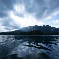 На озере посреди гор :: Кирилл Золотаев