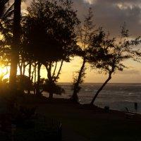Утомленное солнце нежно с морем прощалось... :: Люда Валяшки