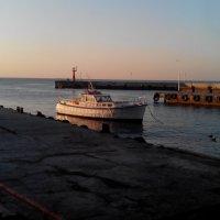 Ялта-Утро в порту :: Александр Костьянов