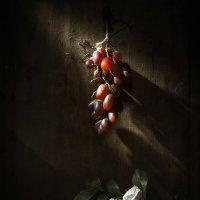 Натюрморт с виноградом :: Evgeny Kornienko
