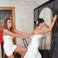 Одевание невесты :: Максим Яковлев