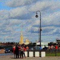китайские туристы осматривают город :: Александра