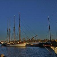 В старом порту, где совсем не людно.... :: M Marikfoto