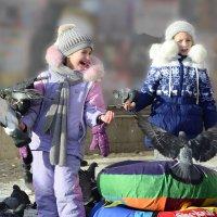 Кормление голубей :: Валерий Кабаков