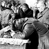 У Чернівцях проховали Владислава Трепко, який загинув в АТО. :: Степан Карачко