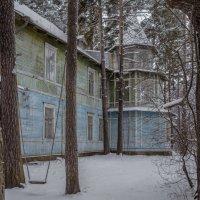 На старой даче зимнее затишье :: Valeriy Piterskiy