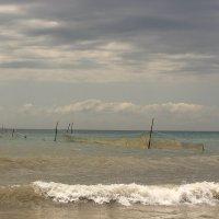 ...не спокойно синее море... :: Леонид