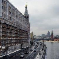 В тот день Москва казалась слишком хмурой... :: Ирина Данилова