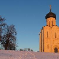 храм в лучах заходящего солнца :: Сергей Цветков
